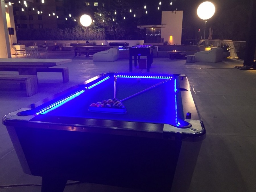 Attrayant LED Pool Table